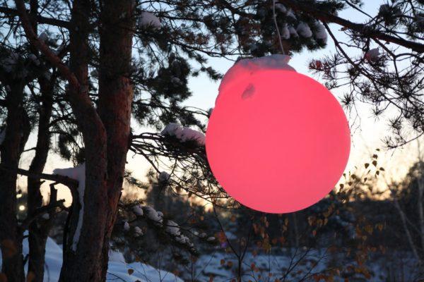 Светящийся подвесной мяч красный