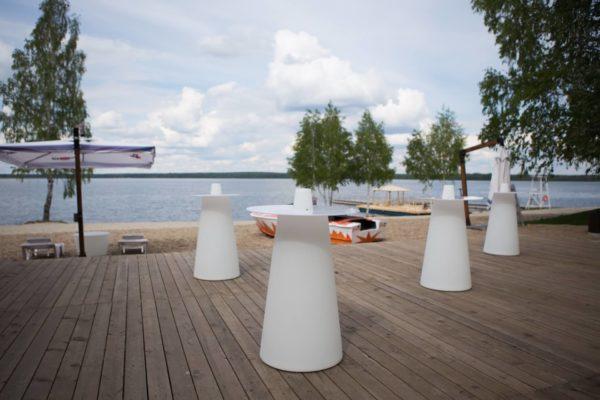 Световые столы на набережной