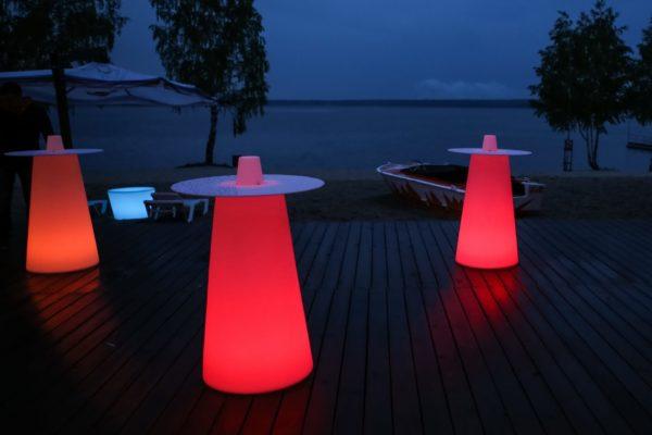 Световые красные столы