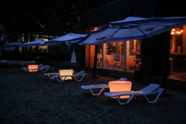 Световые столы с шезлонгами