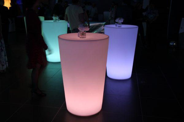 Светящиеся столы разноцветные