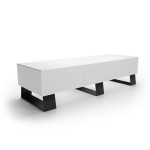 Белая трехместная скамейка