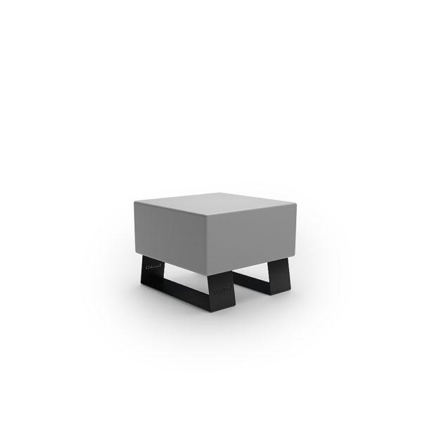 Серая одноместная скамейка